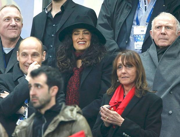 Salma Hayek assiste jogo Saint-Etienne (Foto: Reuters)