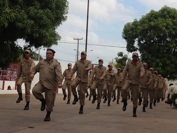 Formatura de Bombeiros Militar  (Foto: Gilcilene Araújo/G1)