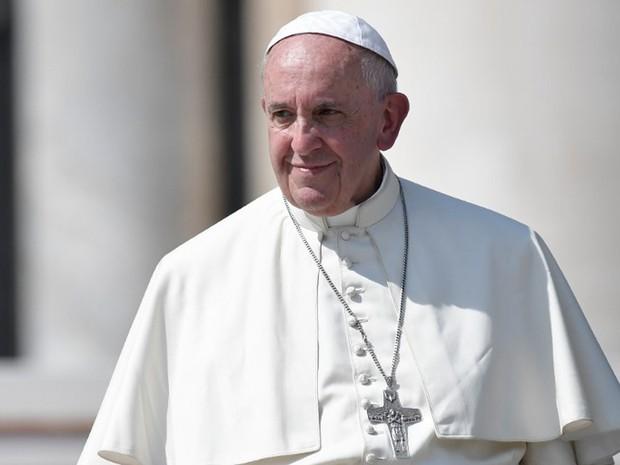 Papa diz que substituir Deus pela riqueza é como fazer um gol contra (Foto: Tiziana Fabi/AFP)