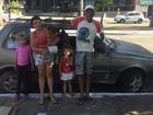 Família vive seis dias dentro de carro e pai lamenta: 'A gente fica sem chão'
