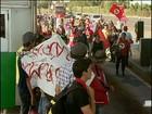 Integrantes do MST liberam praça de pedágio da BR-277 em Cascavel