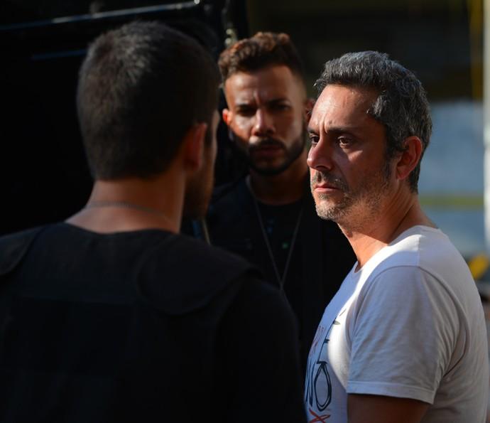 Dante acompanha a transferência de Romero (Foto: Pedro Carrilho/ Gshow)