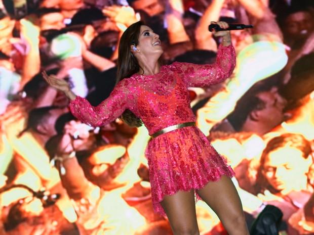 Ivete canta para os milhares de foliões no Mineirão (Foto: Maurício Vieira/G1)