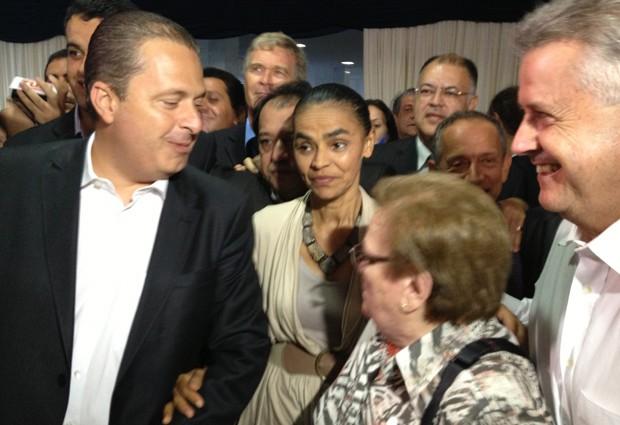 Eduardo Campos e Marina Silva, na chegada ao evento, acompanhados da deputada Luiza Erundina (PSB-SP) e do senador Rodrigo Rollemberg (PSB-DF) (Foto: Felipe Néri/G1)