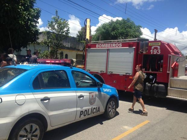 Polícia Militar e Corpo de Bombeiros foram acionados para o local (Foto: Fernanda Lisboa/Inter TV)
