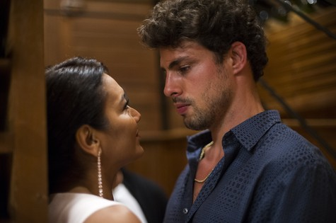 Dira Paes e Cauã Reymond em cena de Amores roubados (Foto: Estevam Avellar/ TV Globo)