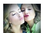 Angélica e Claudia Leitte fazem biquinho para selfie