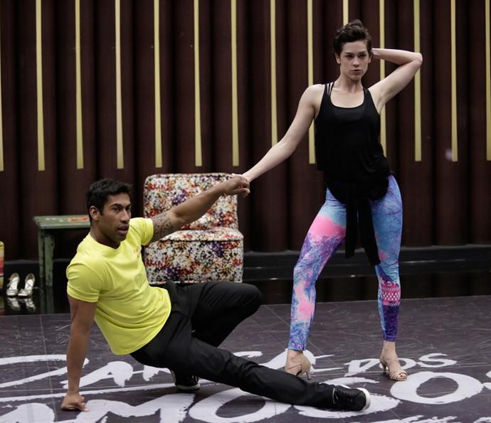 Sophia Abrahão chegou focada na coreografia (Foto: Artur Meninea/ Gshow)