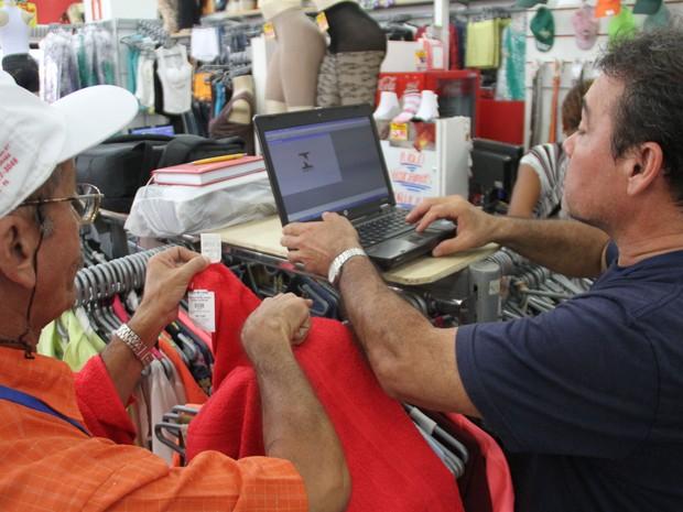 Inmetro orienta a população a sempre pedir notas fiscal na hora da compra.  (Foto: Marcelo Seabra/O Liberal)