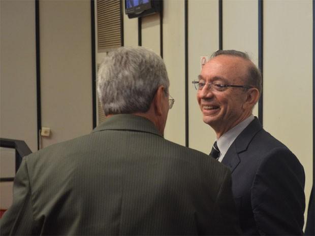 O secretário Francisco Sérgio Nalini (à direita) recebeu críticas de vereadores como Scandiuzzi (esquerda) na Câmara sobre reajuste do IPTU (Foto: Rodolfo Tiengo/G1)