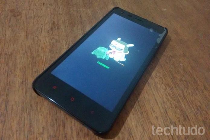 Tela do Redmi 2 Pro congelada no modo Fastboot (Foto: Raquel Freire/TechTudo)
