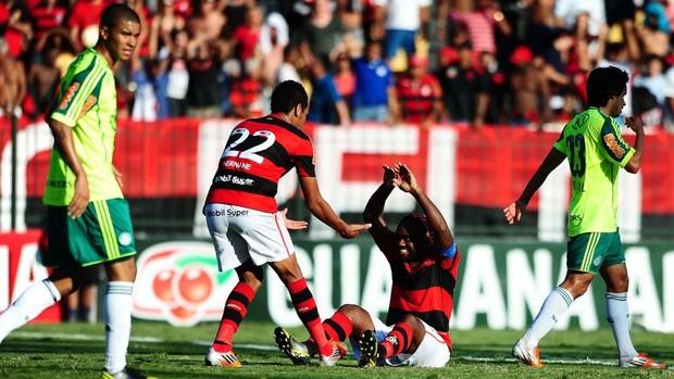 Vagner Love comemora o gol de empate Palmeiras Flamengo (Foto: Marcos Ribolli / Globoesporte.com)