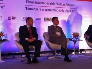 Ministro Paim e Chico Soares durante fórum em SP (Foto: Vanessa Fajardo/ G1)