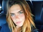 Mariana Goldfarb posa com decotão e ganha elogios na web