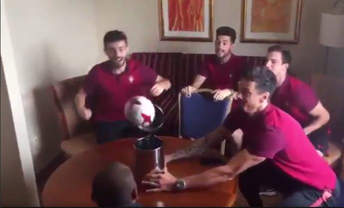 BLOG: Jogadores de Portugal fazem tabela de cabeça e colocam bola na lata de lixo
