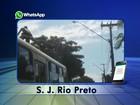 Homens são flagrados 'surfando' em ônibus em avenida de Rio Preto