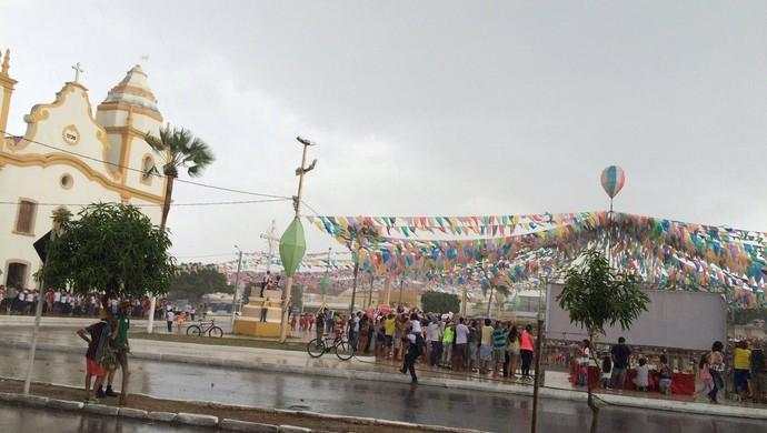 Revezamento da Tocha Olímpica - Assu-RN - chuva (Foto: Augusto Gomes/GloboEsporte.com)