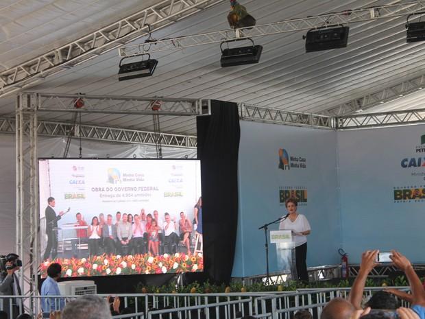 Presisente Dilma Roussef entrega 2.432 casas em Petrolina, PE (Foto: Juliane Peixinho/ G1)