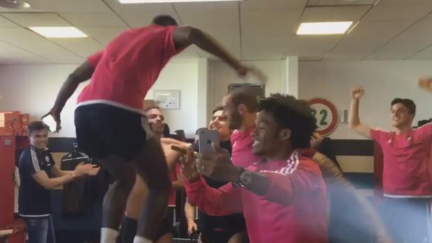 BLOG: Sem jogar, jogadores do Juve festejam título no vestiário depois de treino