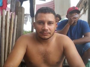 O chapa Uanderson Gino é um dos moradores que deverão procurar nova moradia  (Foto: Toni Francis/G1)