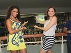 Juliana Alves recebe a visita de Monica Iozzi na quadra da Tijuca