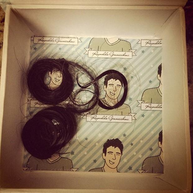Reynaldo Gianecchini posta foto dos cachos que cortou (Foto: Instagram / Reprodução)