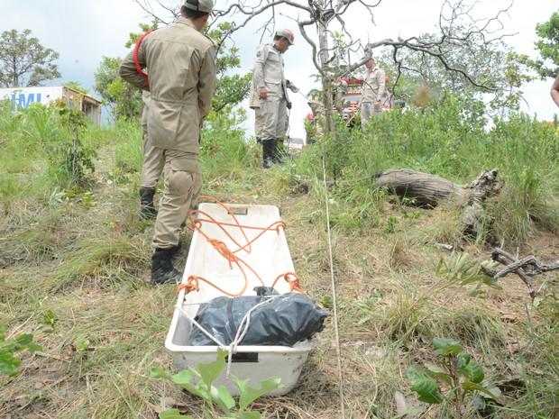 Ossadas foram retiradas pelos Bombeiros (Foto: Dennis Tavares/SSP/Divulgação)