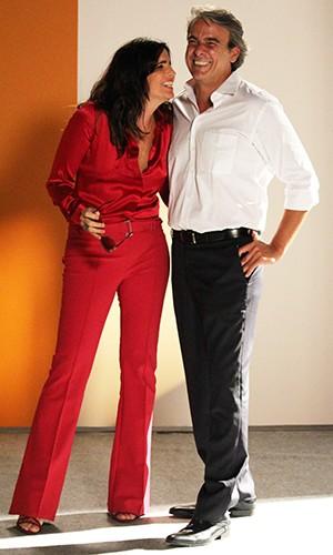 Nos bastidores, atriz se diverte com Alexandre Borges, seu parceiro de cena (Foto: Ariane Ducati/Gshow)