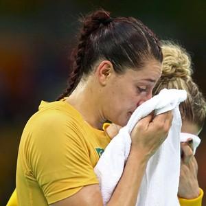 DUda Amorim handebol holanda olimpíada (Foto: Agência Reuters)