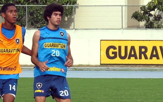 Treino do Botafogo, Bruno Mendes (Foto: Thales Soares / Globoesporte.com)