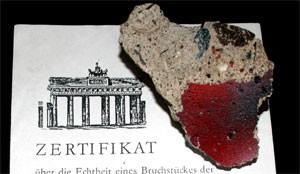 Pedaço do Muro de Berlim com 'certificado de autenticidade' (Foto: Brocken Inaglory/Wikimedia Commons)