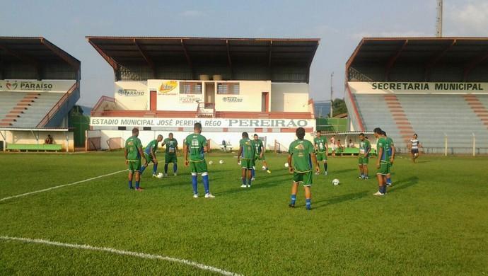 Elenco treina no estádio Pereirão, em Paraíso do Tocantins (Foto: Divulgação)