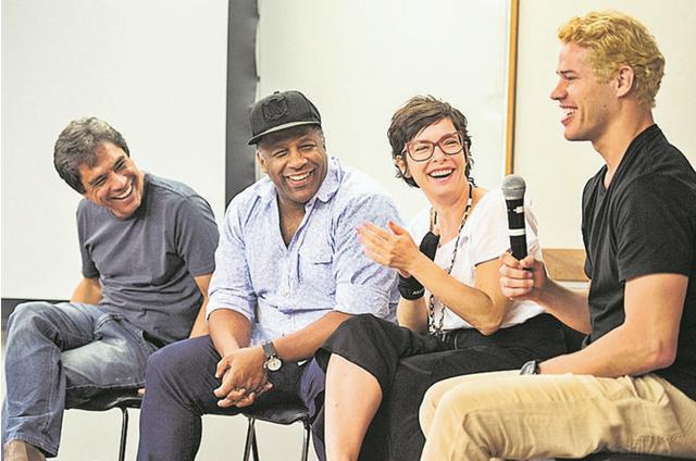 Aílton Graça, Regiane Alves e José Loreto, do elenco de 'Cidade proibida', participaram de um debate nos Estúdios Globo ao lado de Wander Antunes (Foto: Mauricio Fidalgo / TV Globo)