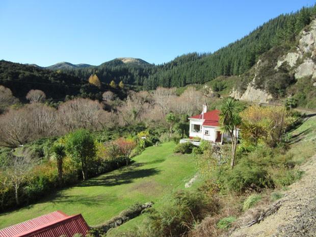 Casa é uma das poucas construções vistas no caminho, que tem 58 km e dura duas horas (Foto: Juliana Cardilli/G1)