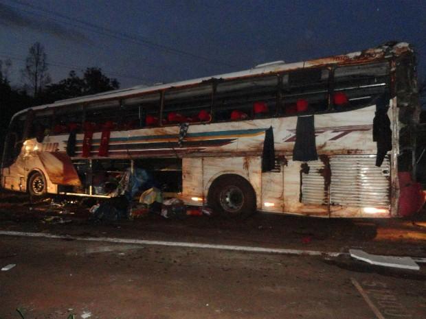 Oito pessoas morreram no acidente e seis foram resgatadas em estado grave; pelo menos, 30 ficaram feridas (Foto: Polícia Rodoviária Federal )