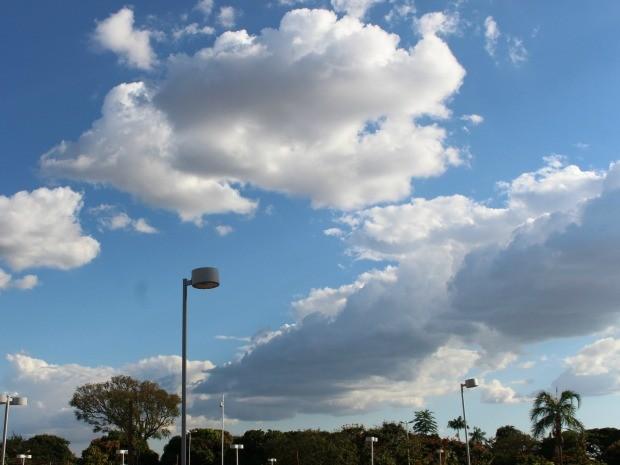Céu em Campo Grande na tarde deste domingo (21) (Foto: Isabela Cavalcante/G1 MS)