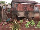 Moradores fazem limpeza após inundações em Bela Vista do Paraíso