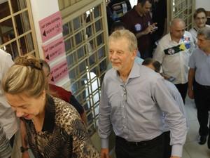 José Fortunati vota em Porto Alegre (Foto: Diego Guichard / G1)