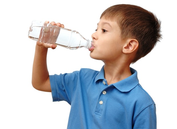 água_criança (Foto: Shutterstock)