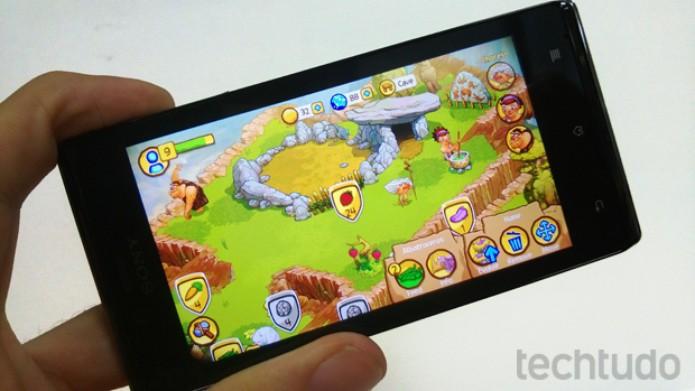 Xperia J rodou tranquilamente jogos como o The Croods (Foto: Elson de Souza/TechTudo)