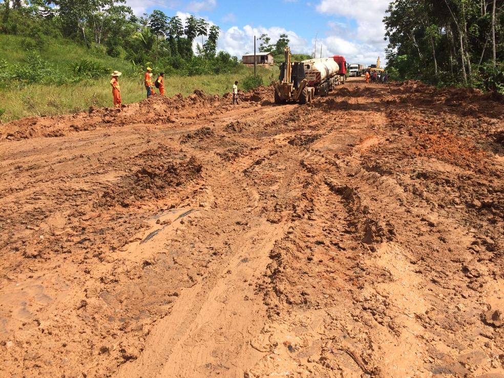 Má condição da estrada deixou caminhoneiro dois dias na estrada  (Foto: Gledisson Albano/Arquivo pessoal )