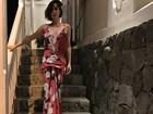 Fernanda Vasconcellos usa vestido decotado e ganha elogios