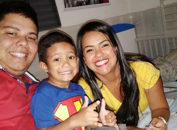 Mariana é casada com o Maycon e mão do pequeno Julio Cezar (Foto: Arquivo Pessoal)