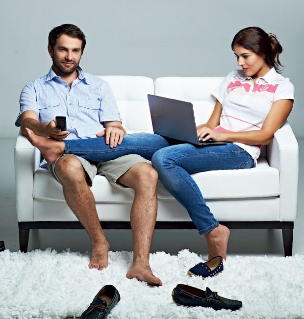 TABU Na cena, ela trabalha e ele descansa. Pesquisas sugerem que mulheres responsáveis pelo sustento do lar têm mais chance de se divorciar (Foto: Christian Parente/ÉPOCA; Produção: Cuca Elias)