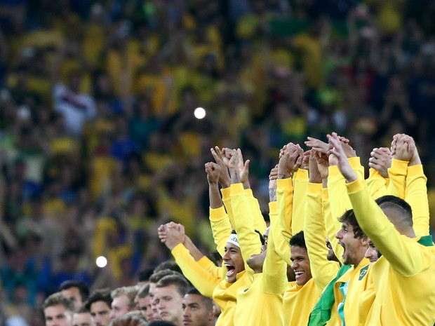 2016 Rio Olympics - Soccer - Victory Ceremony - Men's Football Tournament Victory Ceremony - Maracana - Rio de Janeiro, Brazil - 20/08/2016. Brazil's players celebrate on podium. (Foto: Marcos Brindicci/Reuters)