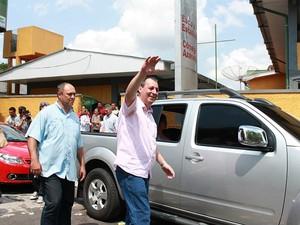 Governador do Amazonas chegou acompanhado de familiares e assessores (Foto: Anderson Silva/G1 AM)