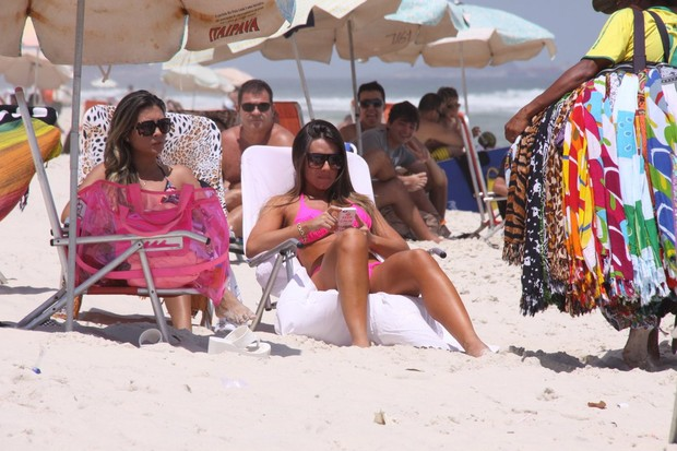 Nicole Bahls na praia (Foto: Gabriel Rangel / AgNews)