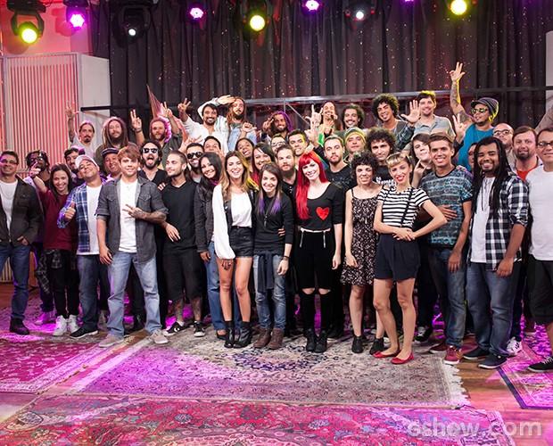 Fê Paes Leme com bandas para Duelos 2 (Foto: Dafne Bastos/SuperStar)