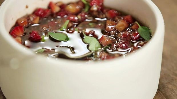 Cozinha prtica, episdio picanha, vinagrete de morango (Foto: Divulgao/GNT)