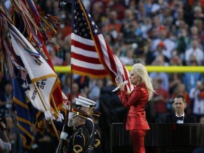 Lady gaga hino nacional americano super bowl 50 nfl (Foto: Reuters)